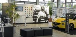 FF0115 világító promóciós háttérfal, sajtófal és kiállítási fal feszített textilkerettel és infopulttal